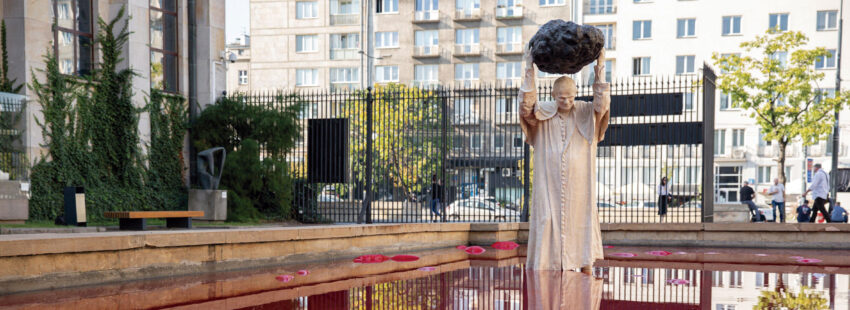 Escultura-instalación de Jerzy Kalina de Juan Pablo II