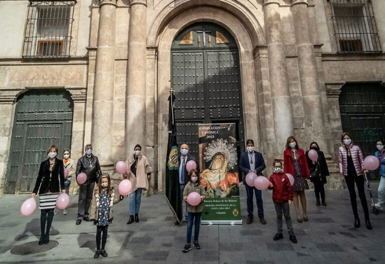 Cofradía Vera Cruz Valladolid día cáncer de mama