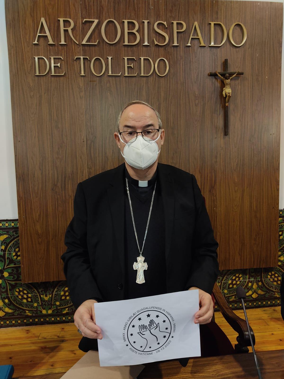 Francisco Cerro con el sello del Jubileo Guadalupense
