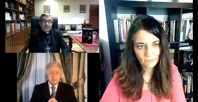Ángeles López, Luis Argüello y Antonio Pelayo, durante el coloquio virtual
