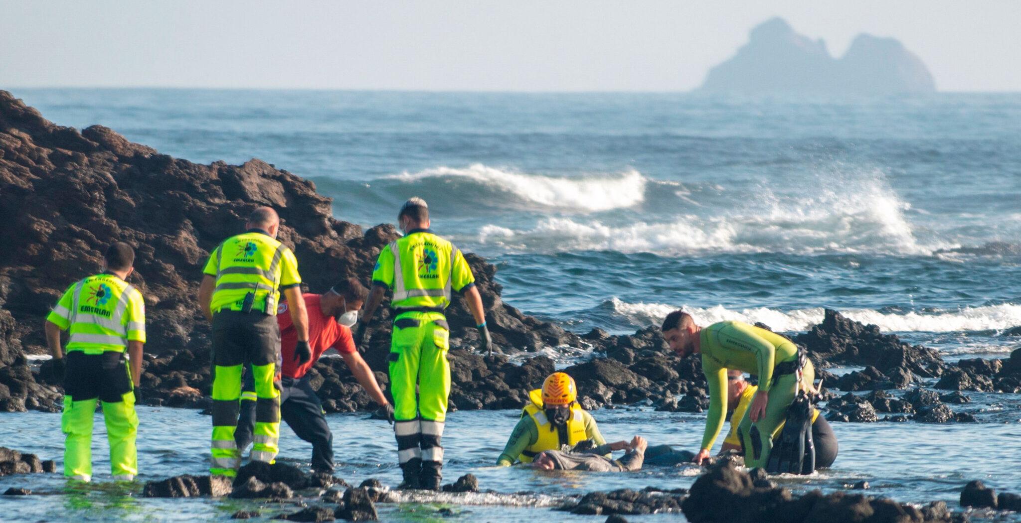 Rescate de cuerpos sin vida en Orzola (Lanzarote) patera migrantes
