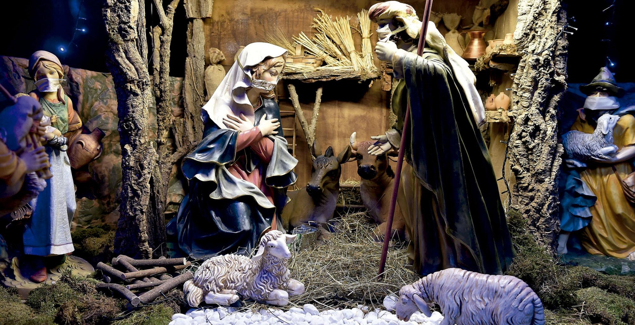 Escenas del nacimiento instalado en la catedral de Turín para la Navidad de 2020