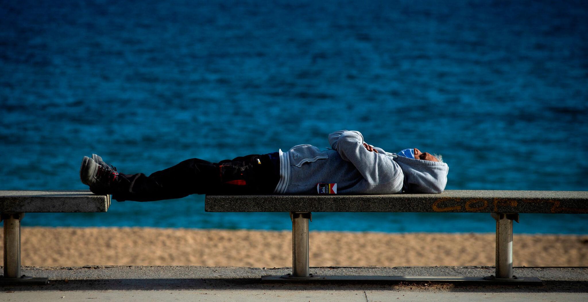 hombre descansando, ocio