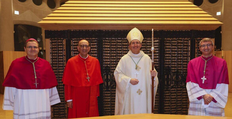 El cardenal Omella, con sus tres obispos auxiliares Sergi Gordo, Javier Vilanova y Javier Vilanova. GUILLERMO SIMÓN