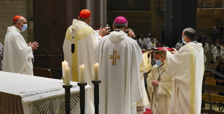 Otro momento de la ordenación episcopal de Vilanova. GUILLERMO SIMÓN