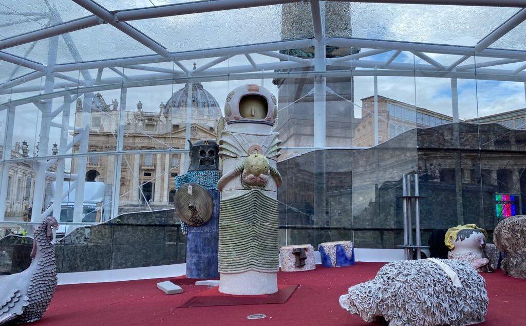 El belén del Vaticano incluye una escultura de un astronauta