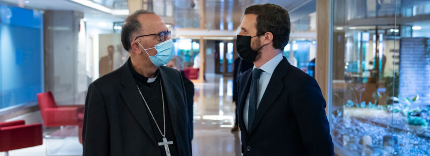 El cardenal Juan José Omella y Pablo Casado