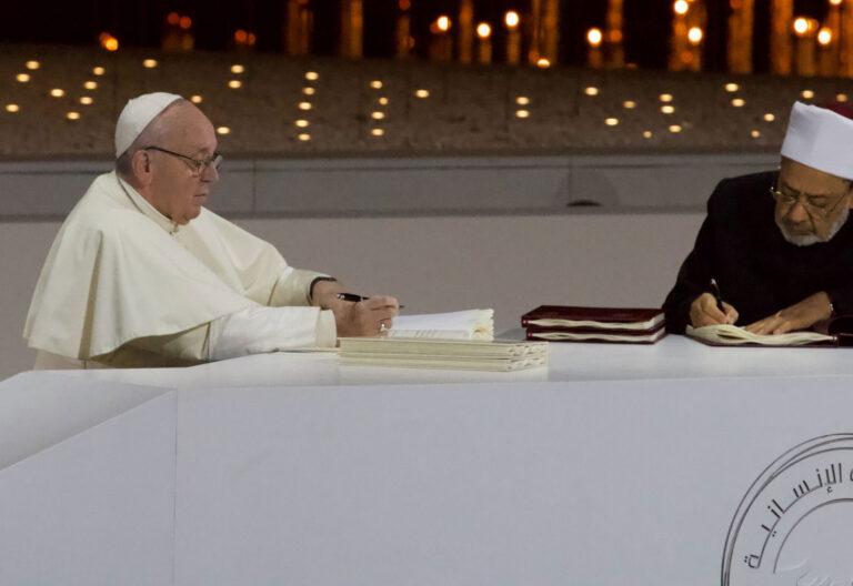 El papa Francisco y del gran imán de la universidad egipcia de Al-Azhar, Ahmad Al-Tayyeb
