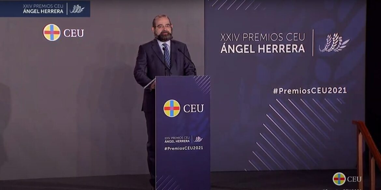 El presidente, Alfonso Bullón de Mendoza, durante la entrega de premios