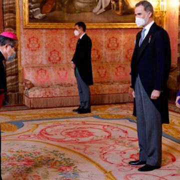 Bernardito Auza junto al Rey Felipe VI nuncio