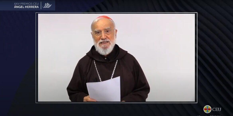 El cardenal Raniero Cantalamessa agradece el galardón