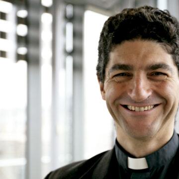 Secretario adjunto del Dicasterio para el Desarrollo Humano Integral y coordinador de la la comisión creada por el papa Francisco para afrontar la pandemia