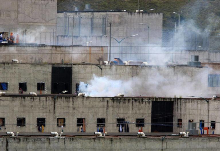 Motines en tres cárceles de Ecuador