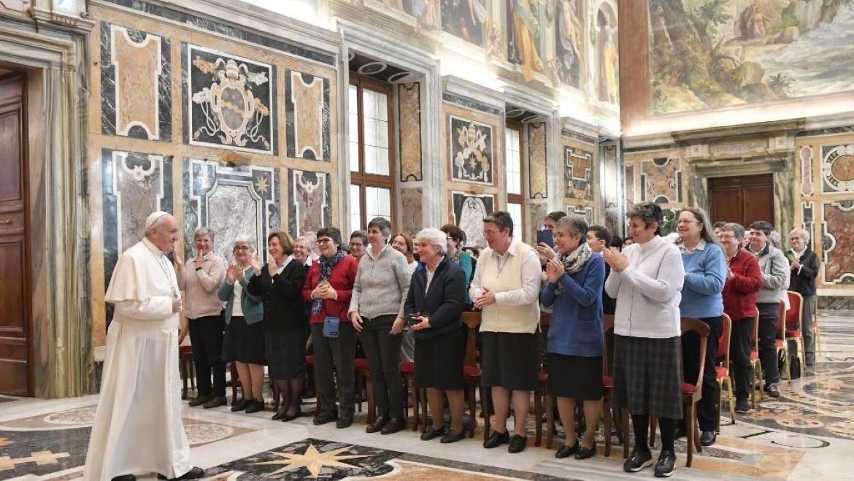 papa-y-colaboradoras-Vatican News