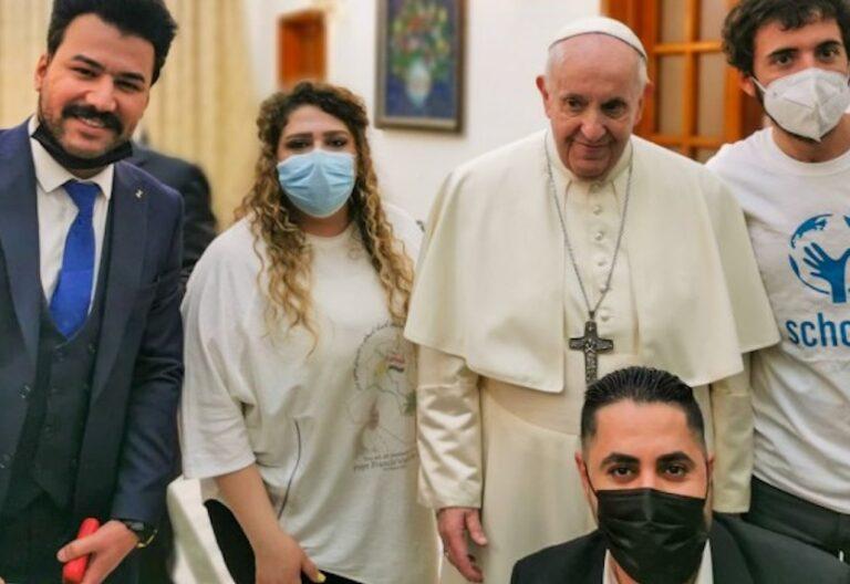 Francisco-con-Scholas-en-Irak