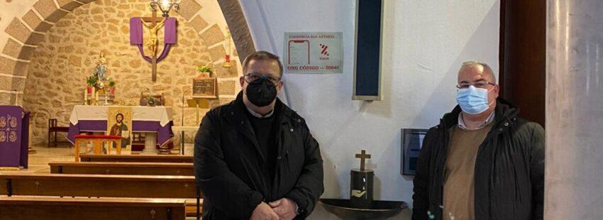 Dispensador de agua bendita en la parroquia de San Antonio de la Navata