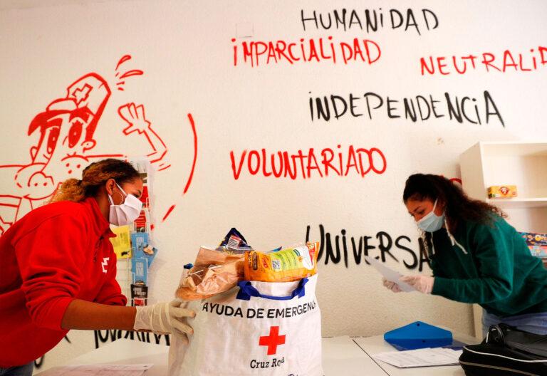 reparto comida. Cruz Roja