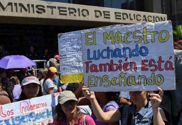 Maestros venezolanos protestan