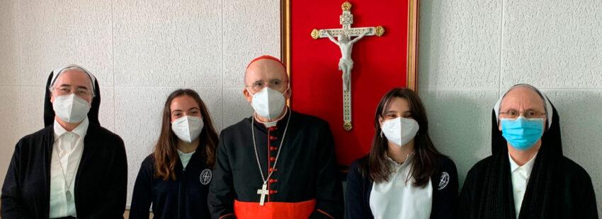 El cardenal arzobispo de Madrid, Carlos Osoro, con las Misioneras de Cristo Sacerdote