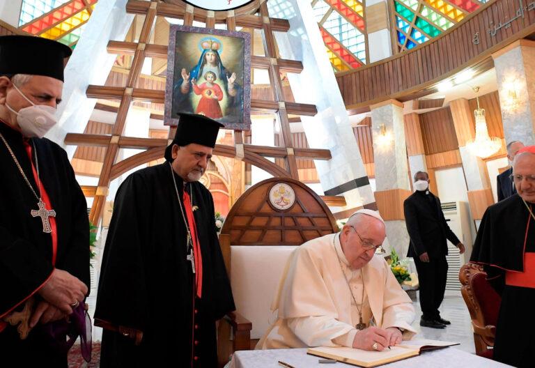 El papa Francisco, en la catedral de Bagdad (Irak)