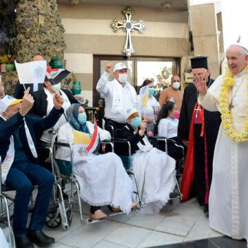 El papa Francisco, junto a la comunidad cristiana de Bagdad (Irak)