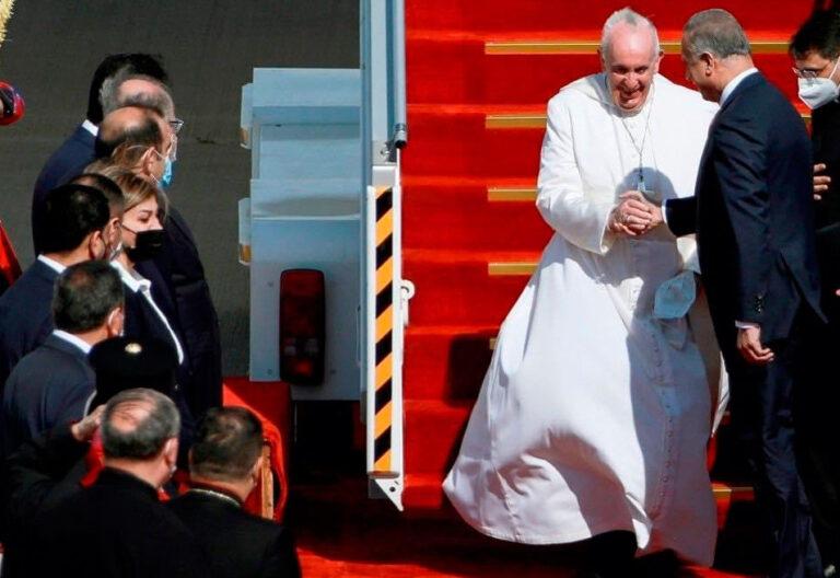 El papa Francisco, a su llegada Irak