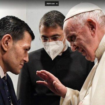 El Papa Francisco, con el padre de Aylan