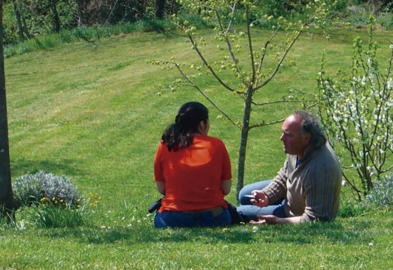 Padre Luigi Verdi en jardín de los almendros, por hijos muertos