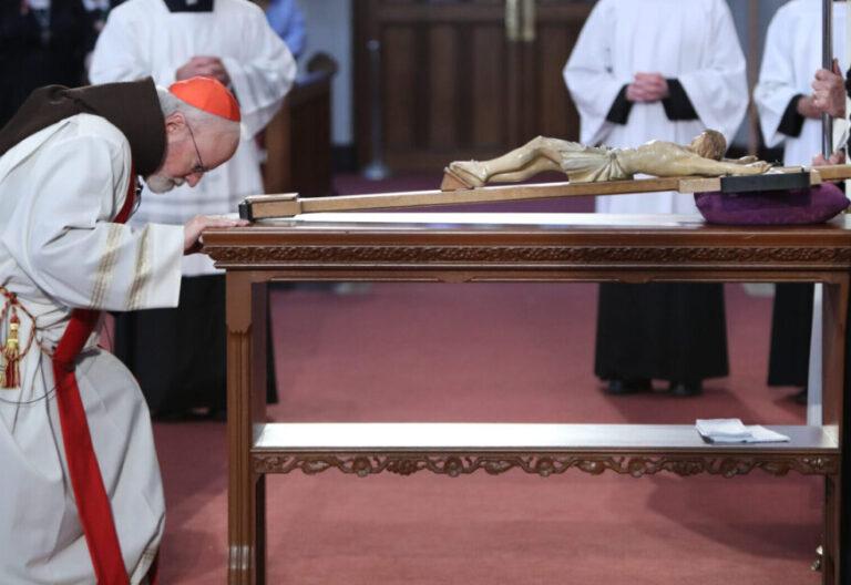 El cardenal OMalley, en la celebración del Viernes Santo
