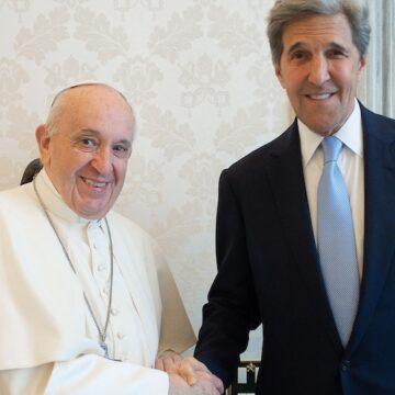 Francisco con John Forbes en el Vaticano