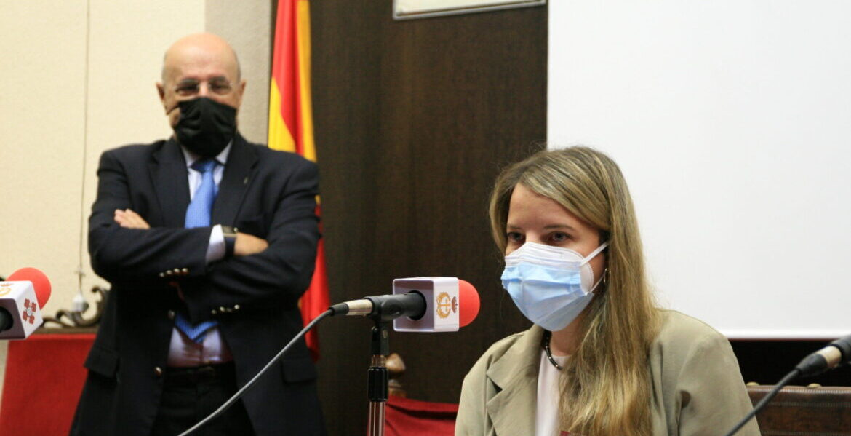 La periodista Ángeles Conde, tras recibir el galardón