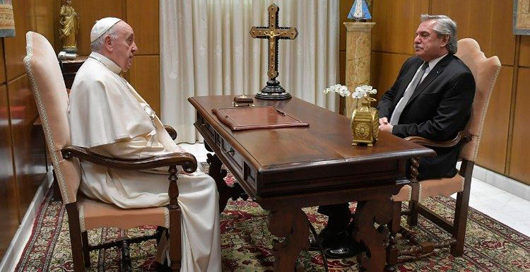 Alberto Fernández en audiencia con el papa Francisco