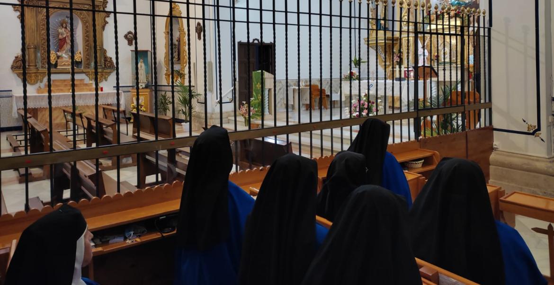 La religiosas justinianas de Onil, durante la oración