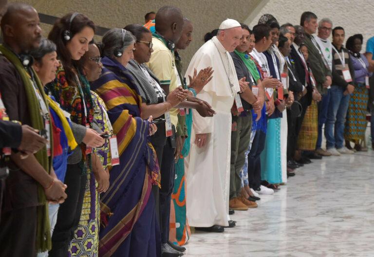 El papa Francisco con los Movimientos Populares en el Vaticano