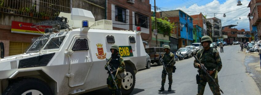 El régimen venezolano hace operativos en la cota 905 en busca de los criminales que desde hace años ha protegido