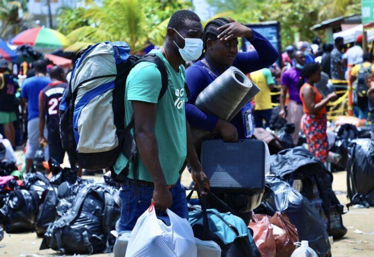 Crisis migratoria en Necoclí, región colombiana