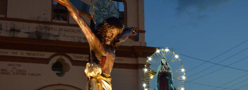 Jesús y la Virgen exterior de parroquia