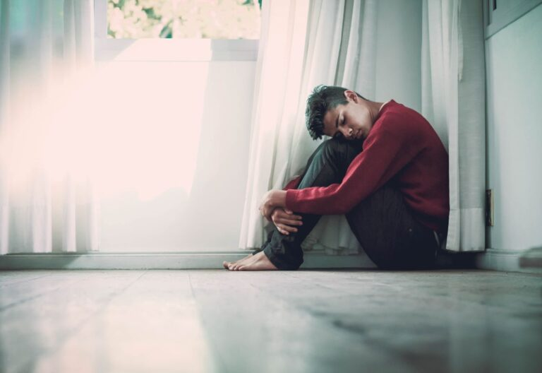 joven en soledad