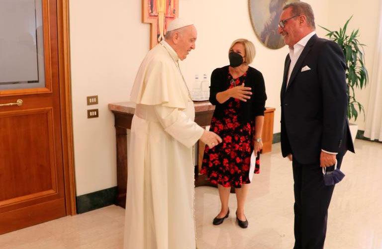 Carlos Herrera entrevista al papa Francisco con Eva Fernández