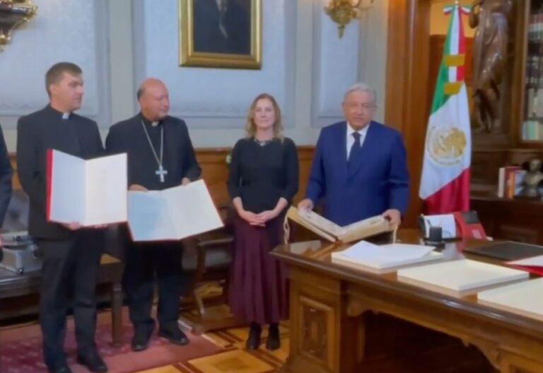 Nuncio Coppola y Andrés Manuel López Obrador