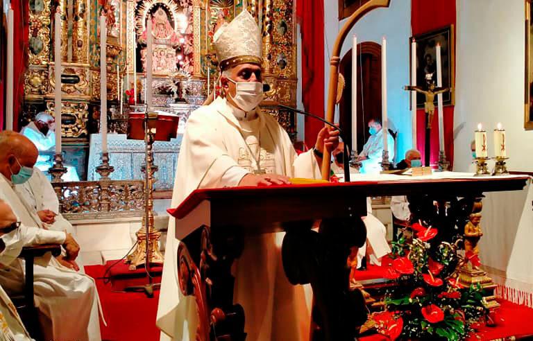 El obispo de Tenerife, Bernardo Álvarez, visita La Palma tras la erupción del volcán