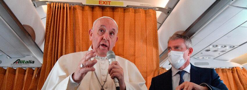 El papa Francisco, en la rueda de prensa del avión