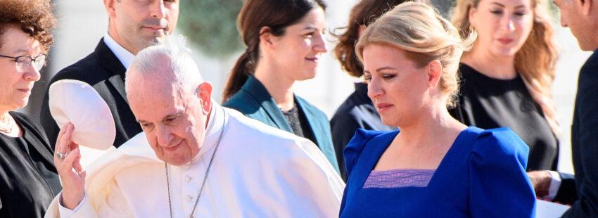 El papa Francisco, con la presidente de Eslovaquia