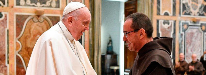 El papa Francisco, con Miguel Márquez, nuevo superior general de los Carmelitas Descalzos
