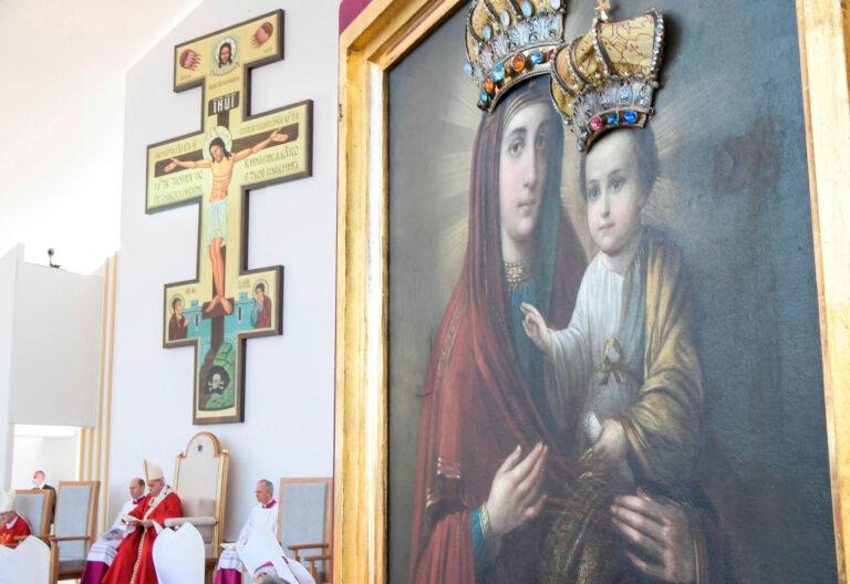 El papa Francisco celebra la misa por el rito bizantino en Presov (Eslovaquia)