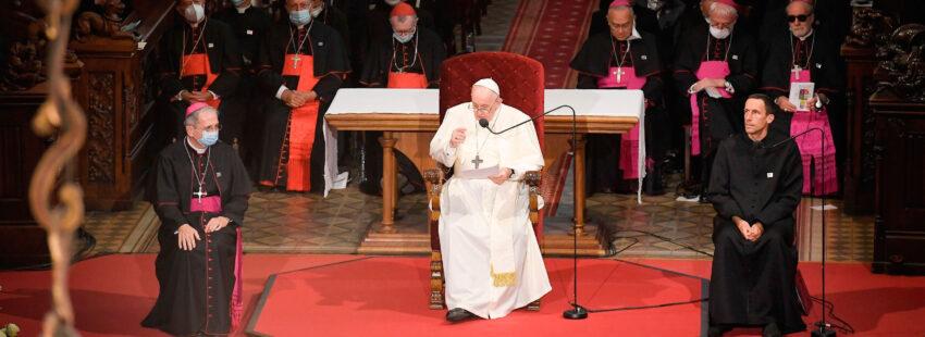 El papa Francisco, en su encuentro con los católicos polacos en la catedral de Bratislava
